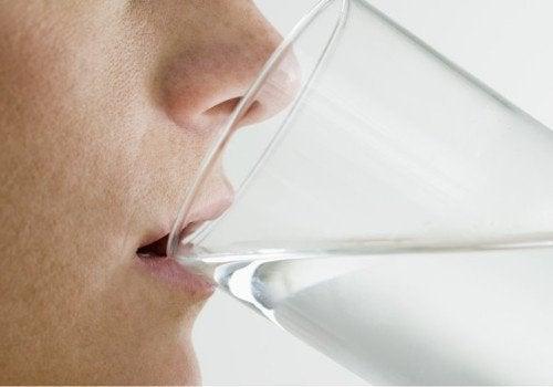 Повишен прием на вода срещу лош дъх