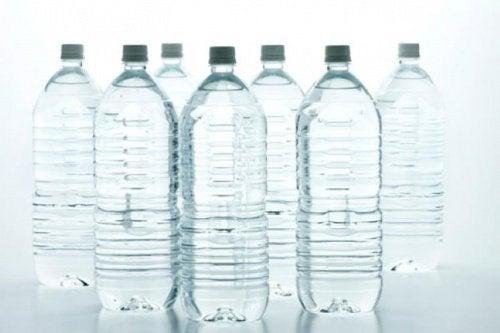 пластмасови бутилки за вода