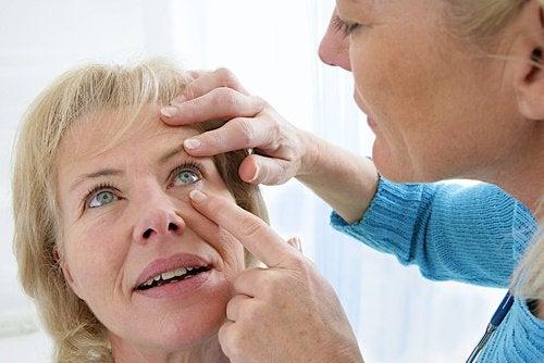 Диабетът е една от причините за появата на замъглено зрение.