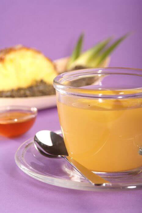 Отвара от ананас и глухарче за борба с целулита