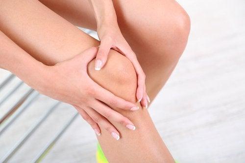 Силната болка в коленете може да е признак на първичен рак на костите.