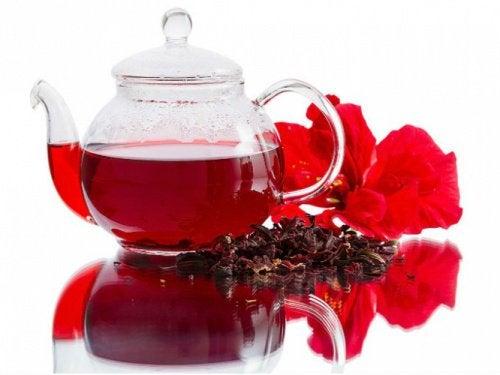 Хибискусът се използва в чайове за плосък корем.