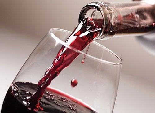 ползи от чаша червено вино