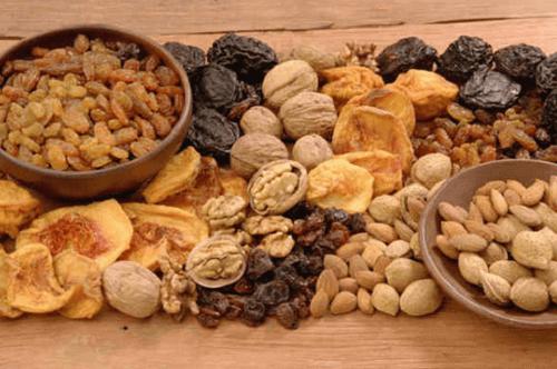 Семената, ядките и плодовете ще ви осигурят достатъчно количество фибри.