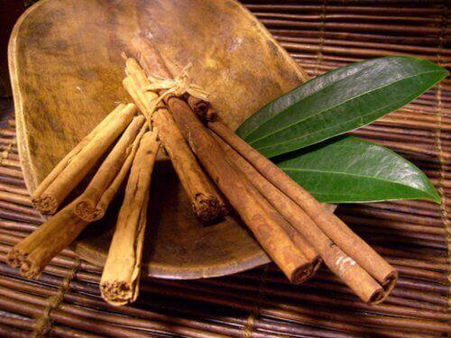 Канелата е важна съставка във всички чайове за плосък корем.