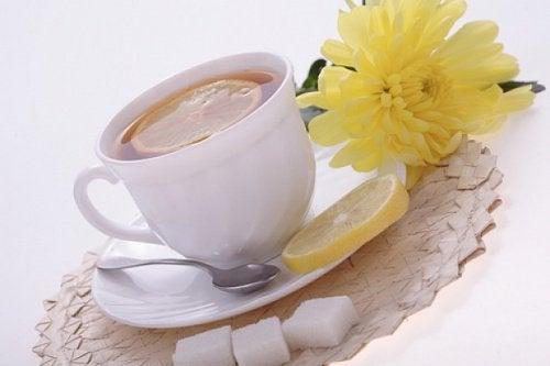Невероятните ползи на чай от лимонова кора