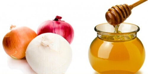 Лук и мед - лек за по-обемна коса