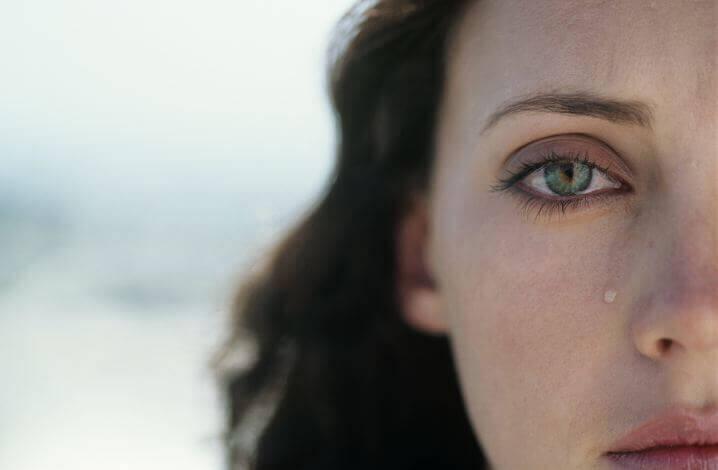 Плачът е  механизъм за освобождаване от тъга.