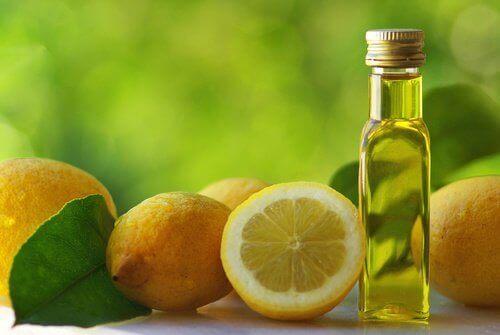 Комбинирането на лечебните свойства на зехтин и лимон в борбата против запек.