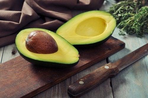 облекчете подуването на корема с авокадо