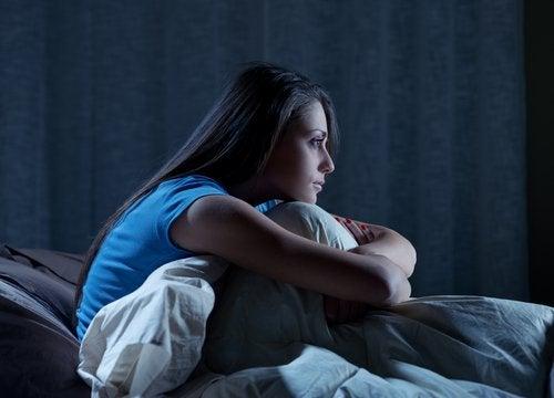 Често безсънието е съпроводено с признаци като нощното изпотяване.