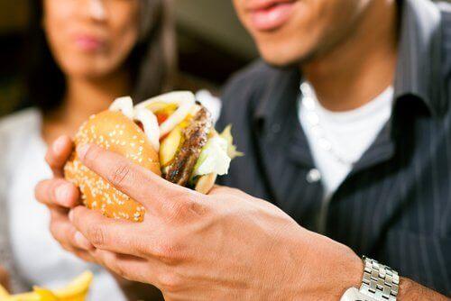 Избягвайте хамбургерите в ресторантите за бързо хранене