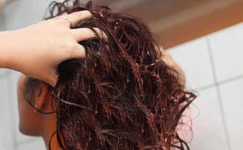 Вода с ленено семе за укрепване на косата
