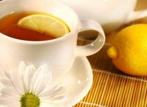 Чай с лимоновите кори