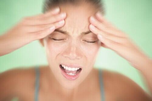 Симптомите на мигрената