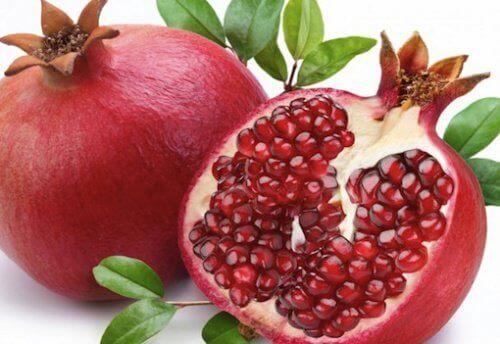 Редовната консумация на сок от нар води до прочистване на запушените артерии.