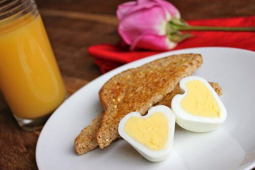 Как да приготвим яйца във формата на сърце