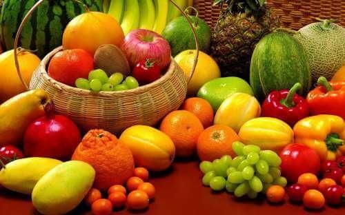 Нездравословното хранене е една от причините за появата на бели петна по кожата.