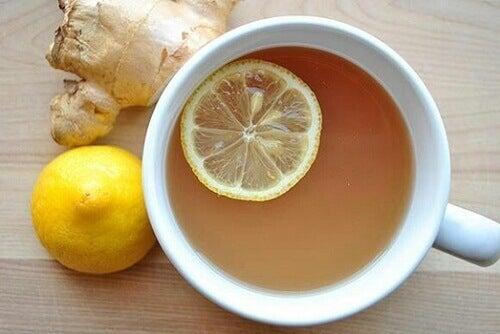 преборете болките в ставите с чай от джинджифил и лимон