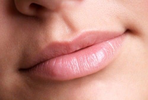 Плътни, меки устни -  ексфолиране преди важна среща