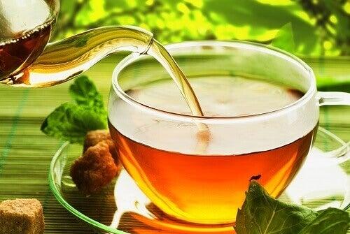 Повечето чайове се консумират горещи