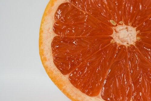 грейпфрутите сдпомагат отделянето на излишните течности