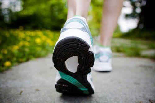 Ходенето е добър начин да горите поне 600 калории на ден