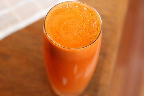 Пийте фрешове отябълка и морков за блестящи очи