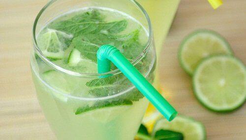 voda s menta i limon
