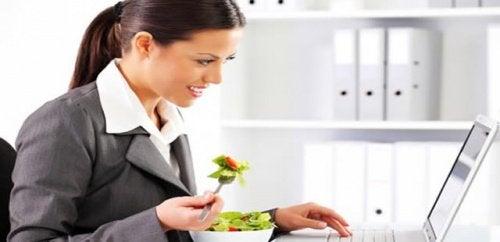 Консумирайте малко храна често през деня