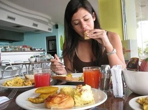 Какво се крие зад постоянното желание за храна?
