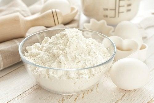 Сода бикарбонат се бори с бактериите.