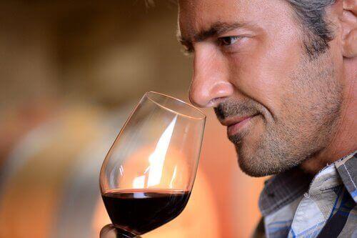 Ползите от пиене на чаша червено вино дневно