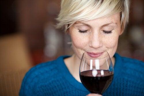 Чаша червено вино дневно предпазва от рак
