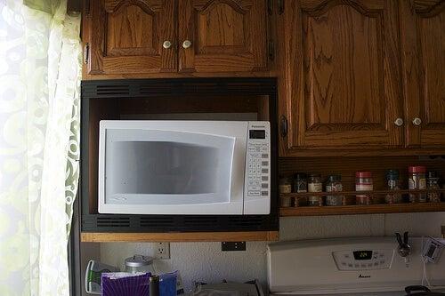 Внимавайте, когато използвате микровълнова печка