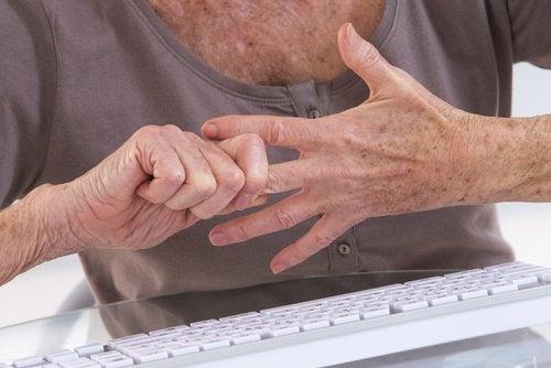В късните стадии на Лаймска болест може да се развие артрит