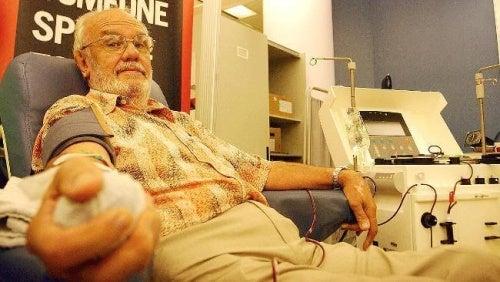 Джеймс Харисън дарявя кръв от 18 годишна възраст