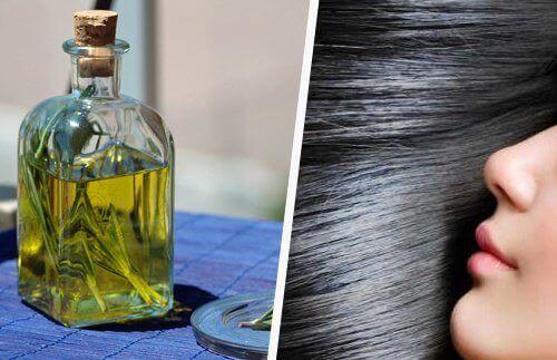Друг представител на ценните натурални масла стимулиращи растежа на косата е това от розмарин.