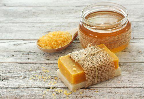 Лесно може да направите домашен сапун от моркови.