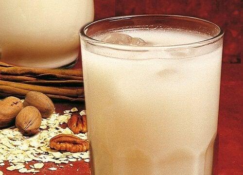чай от евесени ядки за облекчаване на подутия корем