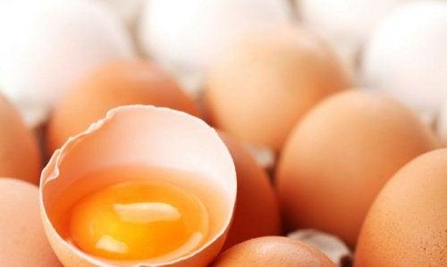 Яйчен жълтък и бира срещу падане на косата