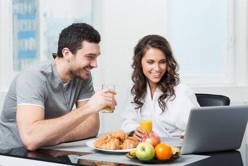 Когато консумирате плод на закуска, вие стартирате деня със здравословна доза енергия.