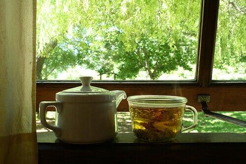 чай от листа на бреза против задържане на течности