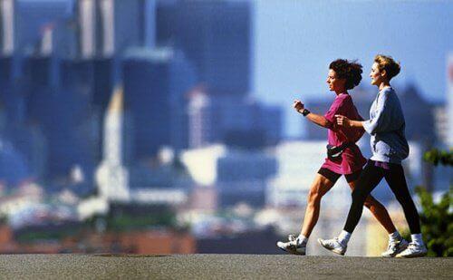 тренирайте редовно, за да избегнете надебеляването през менопаузата