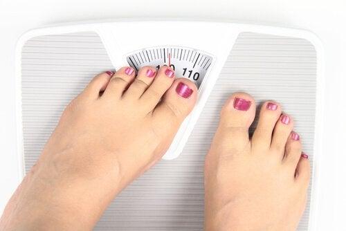 Можете да спазвате диета с ябълков оцет за да стопите излишните килограми.