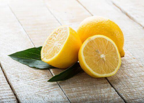 грижа за тялото с целина, морков и лимон