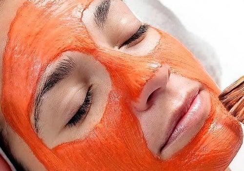маска с моркови за ексфолиране на лицето
