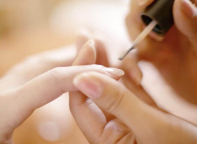Блестящи нокти с помощта на паста за зъби