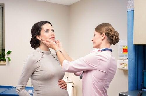 Щитовидната жлезата произвежда повече хормони заради бременността