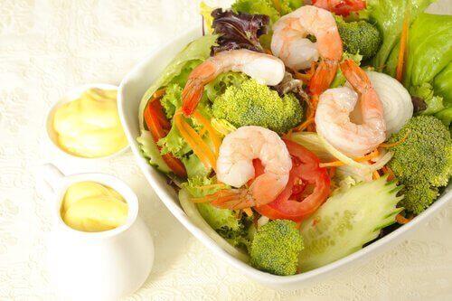 Здравословна салата с броколи